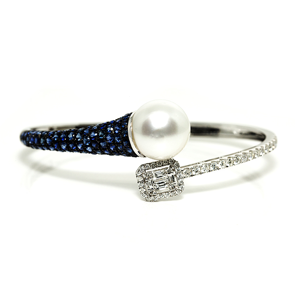 Glossy Sapphire 18kt White Gold Bangle from Madaame